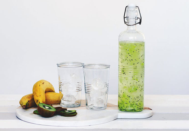 bajo en calorías-agua mineral-agua kiwi