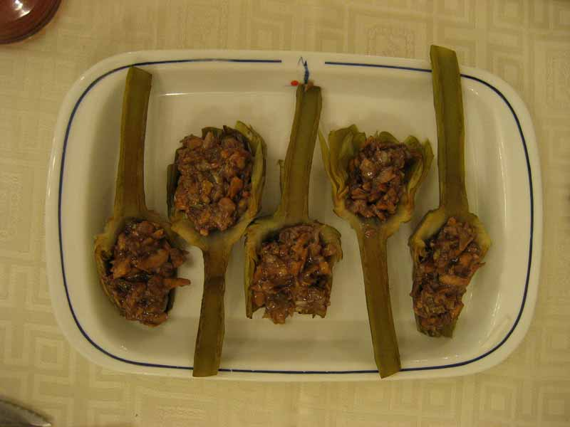 alcachofas rellenas de foie con jamon de pato