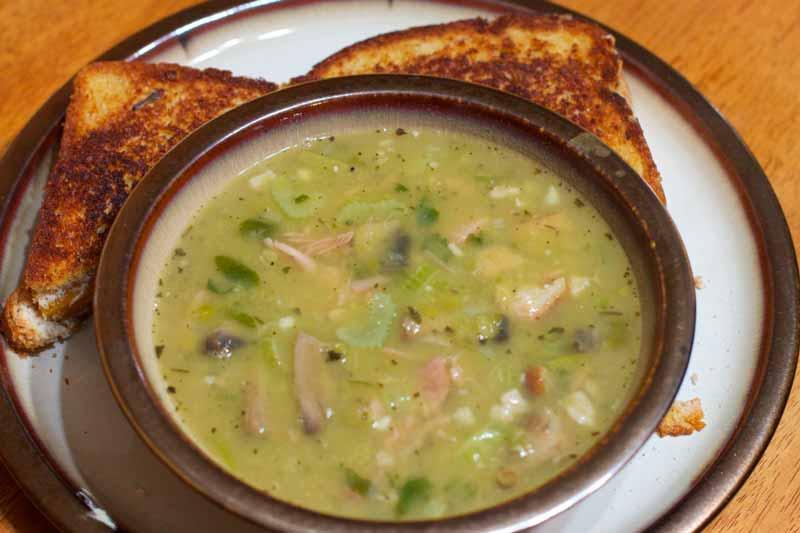 sopa de verduras y almejas