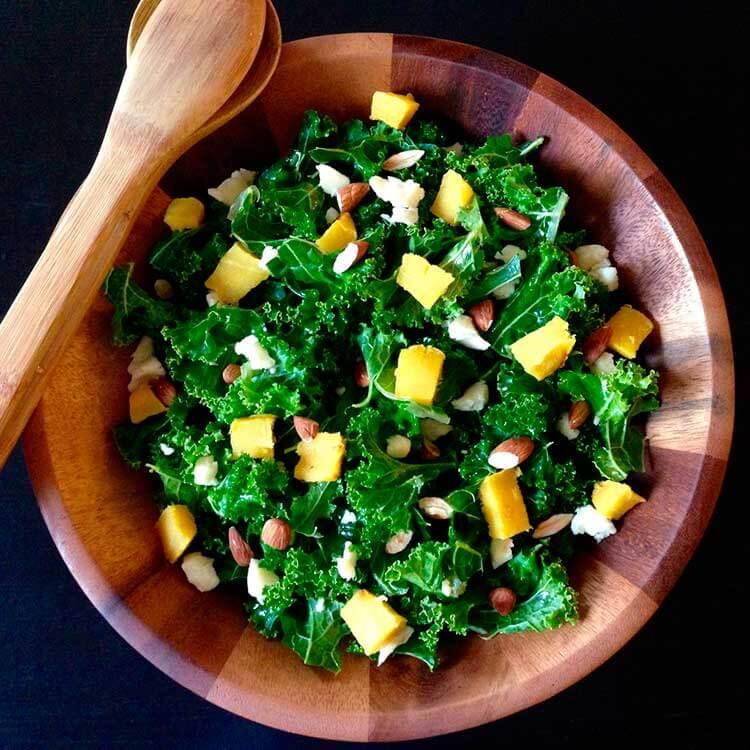 ensalada-de-kale-con-queso-parmesano-frutos-secos