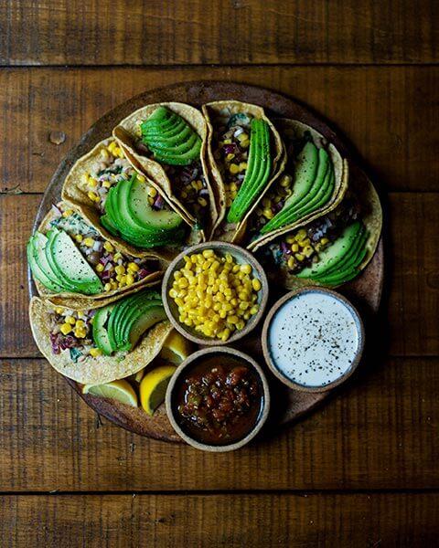 carne-vegana-tacos-veganos-verduras-aguacate