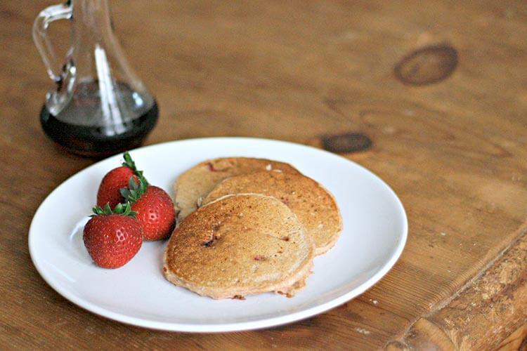 receta-de-tortitas-de-avena-receta-facil-con-fresas