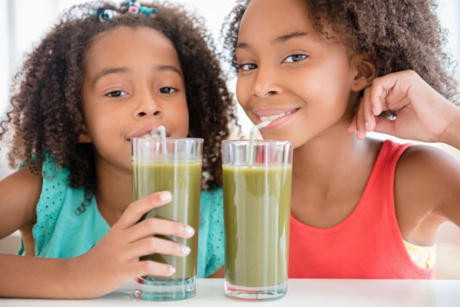 cómo se hace un zumo de verduras y frutas con un extractor de zumos