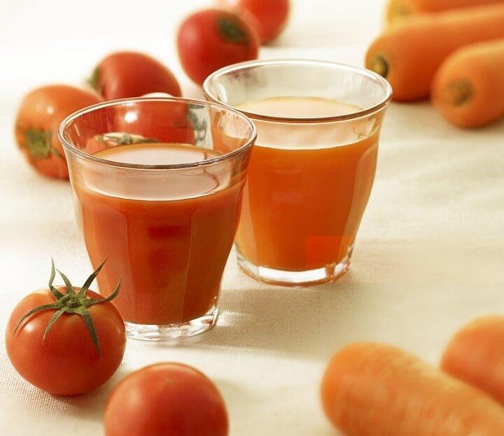 zumo de zanahoria y tomate saludable